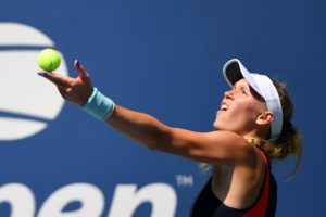 Wozniacki breezes past sloppy Stosur for U.S. Open