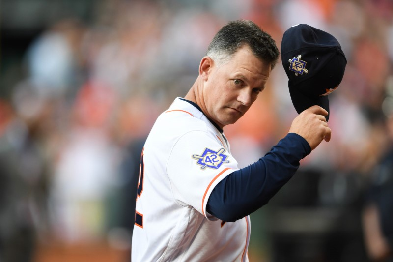 MLB notebook: Astros extend office manager Hinch through 2022